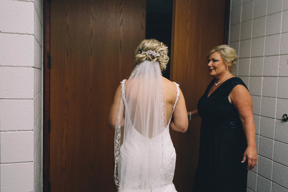 Jillian VanZytveld Photography - Grand Rapids Lifestyle Wedding Photography - 030.jpg