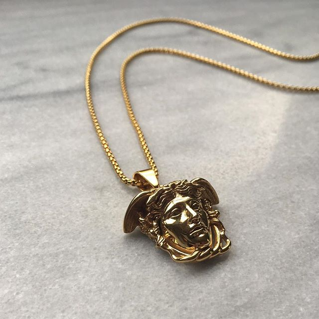 Medusa pendant, equipped with our Chunky chain.