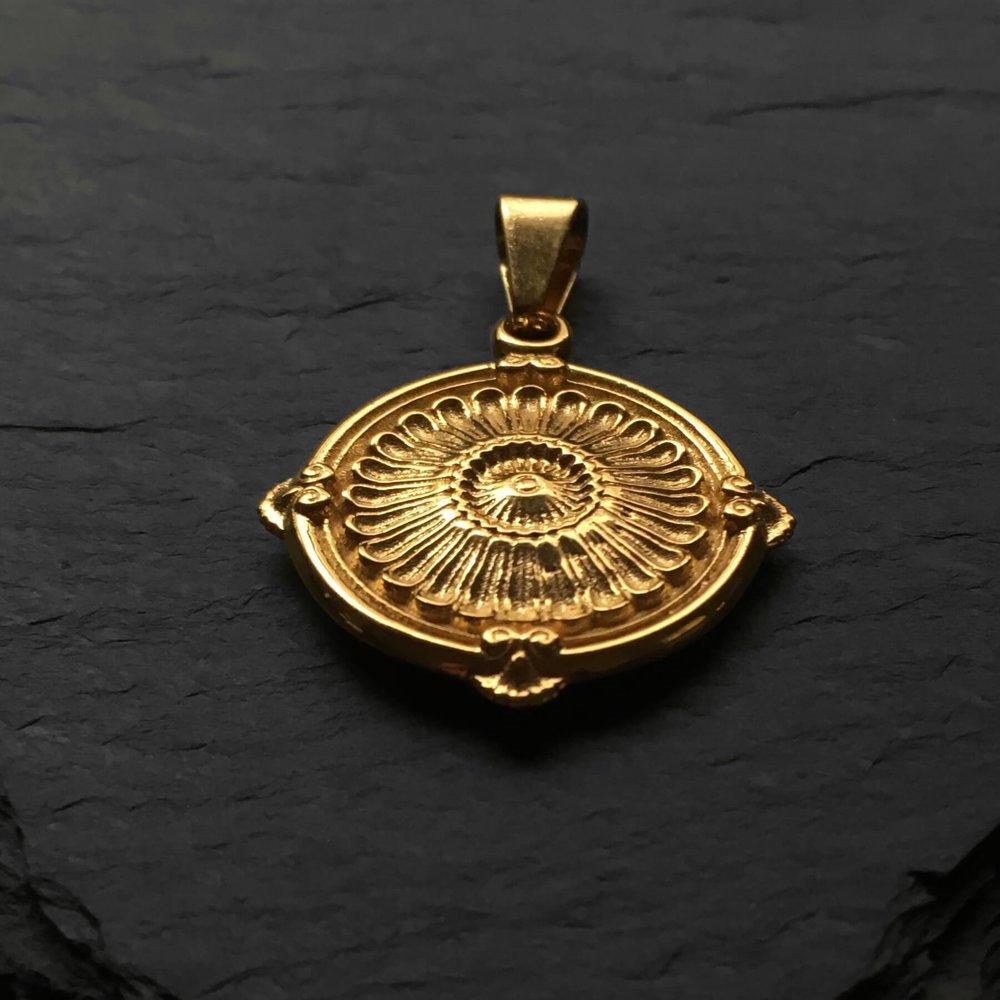 medallion-3.jpg