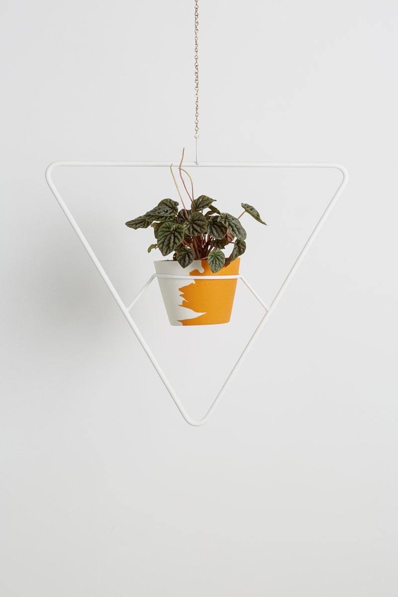WHITE TRILOGY PLANT HANGER -
