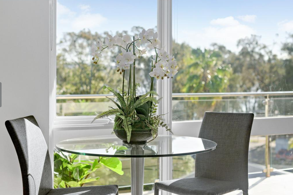 orchid_styling_dining_centrepiece_goodwin_st_narrabeen.PNG