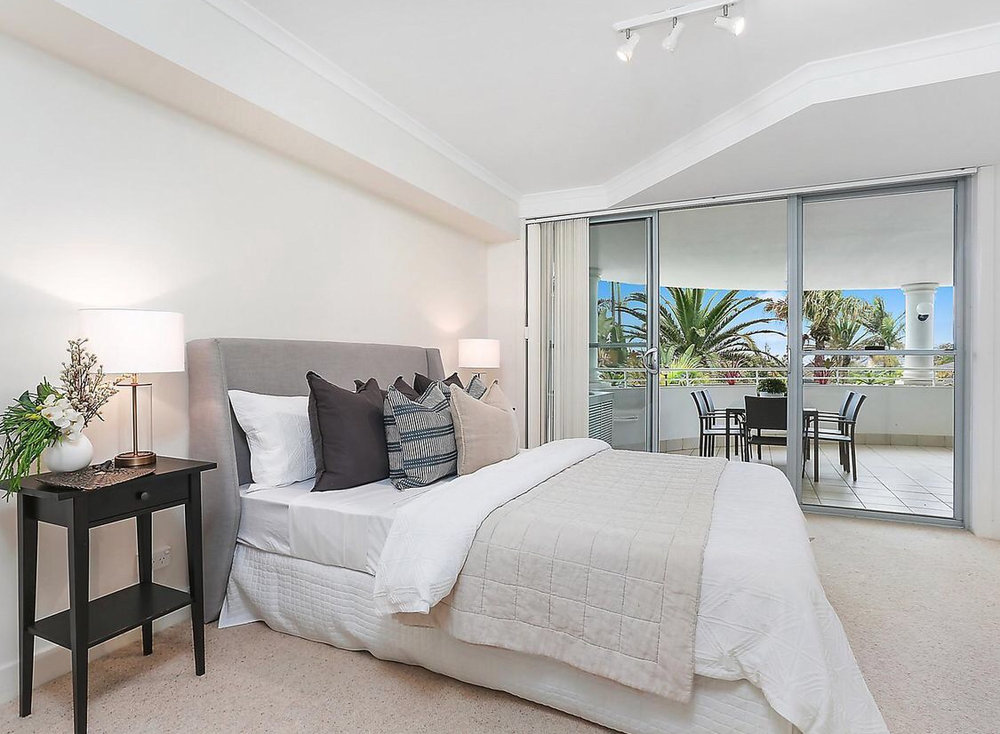 pittwater_rd_1030_collaroy_bedroom_styling_cushions_layers_coastal.jpg