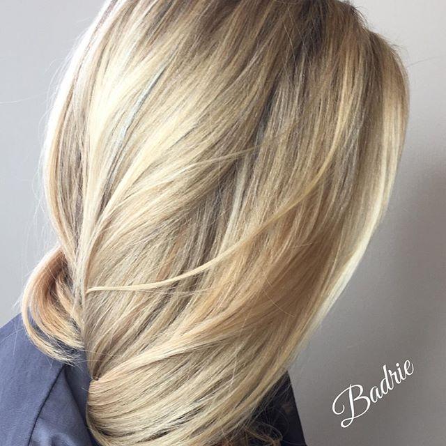 Thank you Diane!😄 #wella  #wellalife  #wellaeducation  #certifiedhaircolorists  #renefurtererusa  #renefurterer  #tanaz_hair  #salonetoiles  #marchtanaz  #modernsalon  #behindthechair  #americansalon  #phbonder