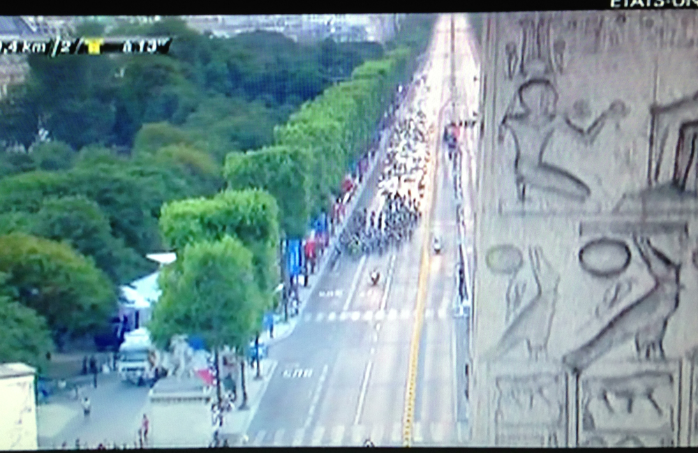 Le Tour de France with a view of the Hieroglyphs