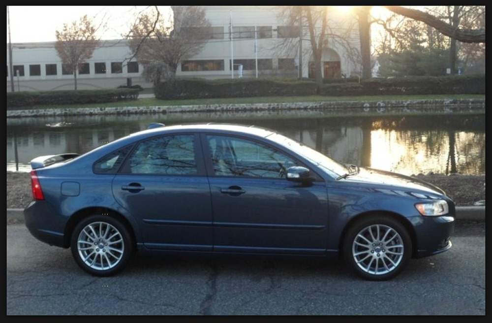 Volvo S40. An Ode to my Chariot.