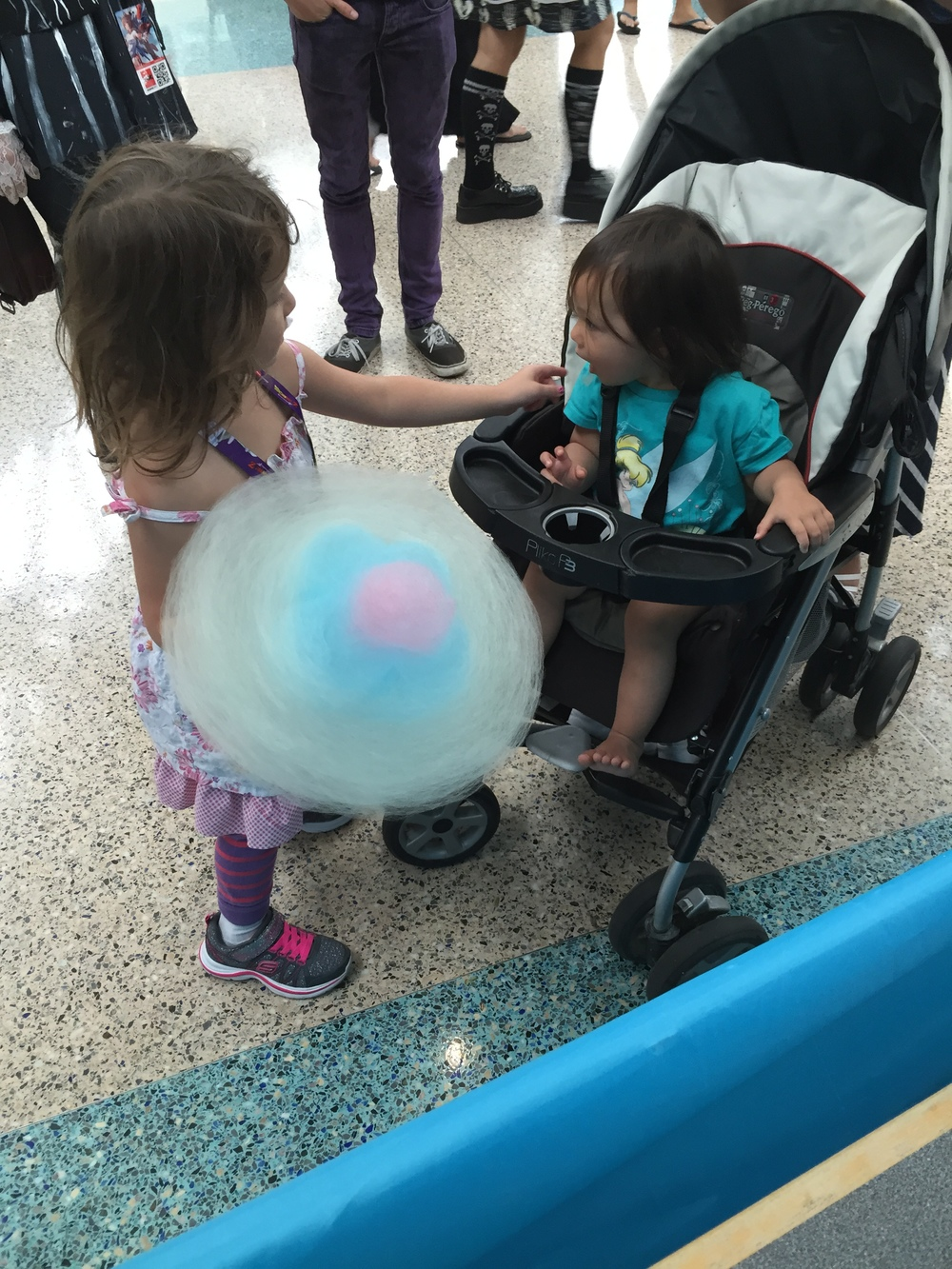 Lil big sister sharing a Cloud Flower with her lil little sister. ^-^