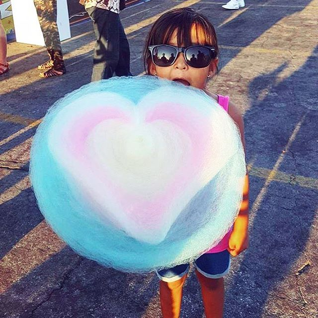 Happy Valentine's Day!! 💘 We love you all and can't thank you enough for all your smiles and support! ❤️🧡💛💚💙💜 . . . pc 📷: @mcalvillo83  #valentinesday #vday #heart #hearts #cottoncandy #cottoncandyheart #candyfloss #kawaii #kawaiigirl #love #sugar #foodie #foodporn #foodstagram #sweettreat #valentinegift #cloudheart