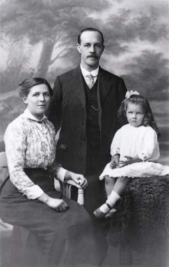 Sarah Hannah Redgrave Albert Sunderland and Alice.jpg