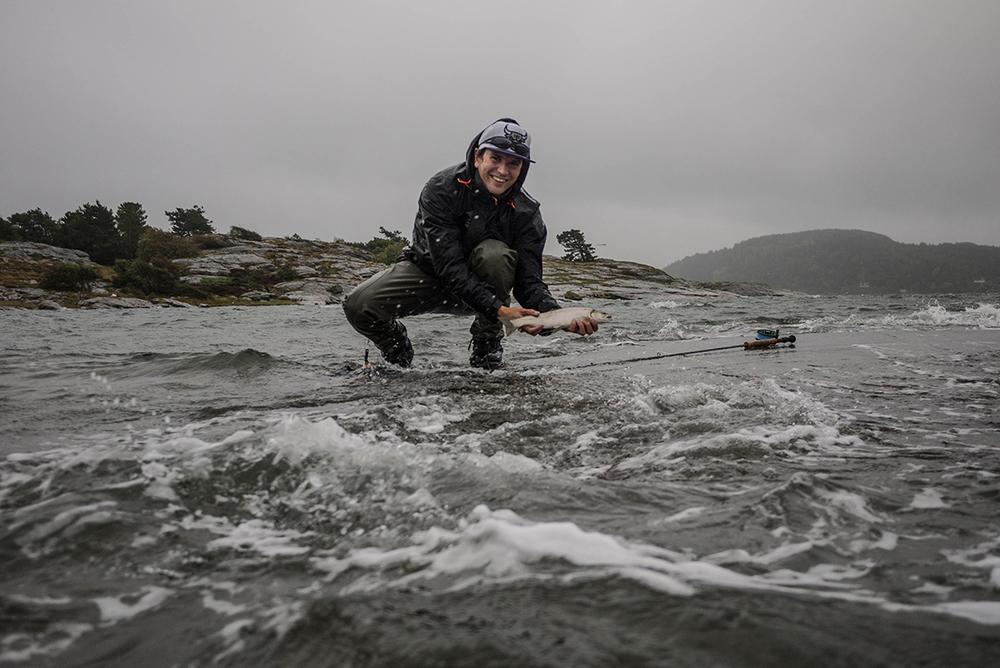 Simon-Berglund-med-en-havsöring.jpg