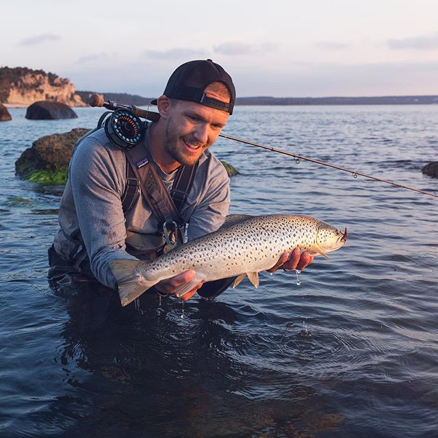 What a perfect evening, 28C in the air, beautiful sunset, tide coming in and hard fighting seatrout!  #lucasflyfishing #havsöring #havørred #sjøørret #meritaimen #meerforelle #searun #searunbrown #seatrout #trout #flyfishing #seatroutonfly #saltwaterflyfishing #flugfiske #flylife #flyfishingjunkie #flylords  #flyfishinglife #gotland #gotlandflyfishing