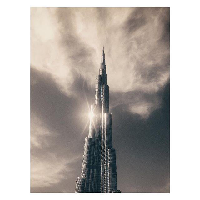 Surreal... #burjkhalifa #dubai #magicsky