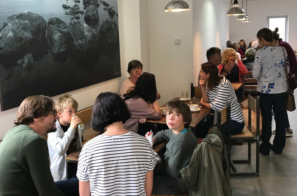 Cafe-with--people-1500.jpg