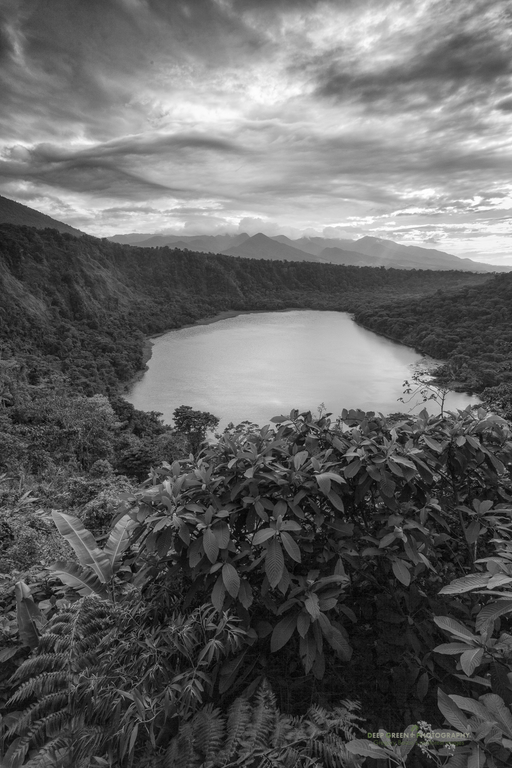 The Laguna Hule (Rubber Lake) is an extinct volcano crater just to the east of the Poas Volcano