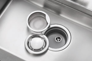 キッチンシンク排水口の 『ヌメリ・臭いが気になる』 『掃除がしにくい』 …こんな時はご相談ください。