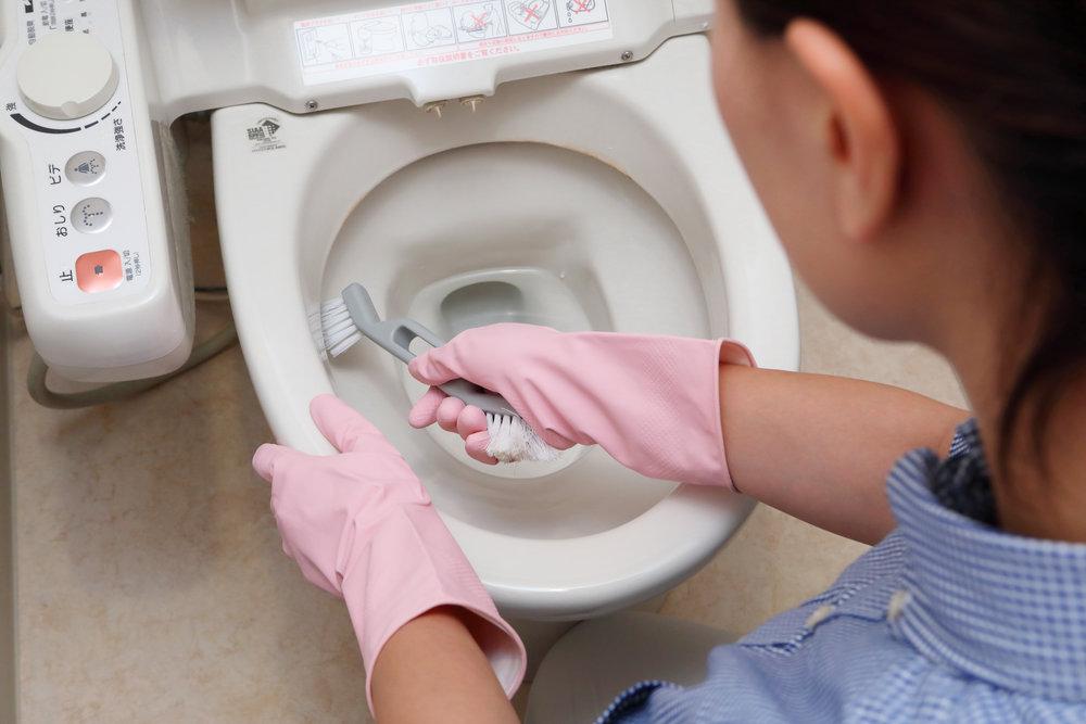 トイレ   黒ずみやカビを徹底除去!コーティングをすればキレイが長持ちします。
