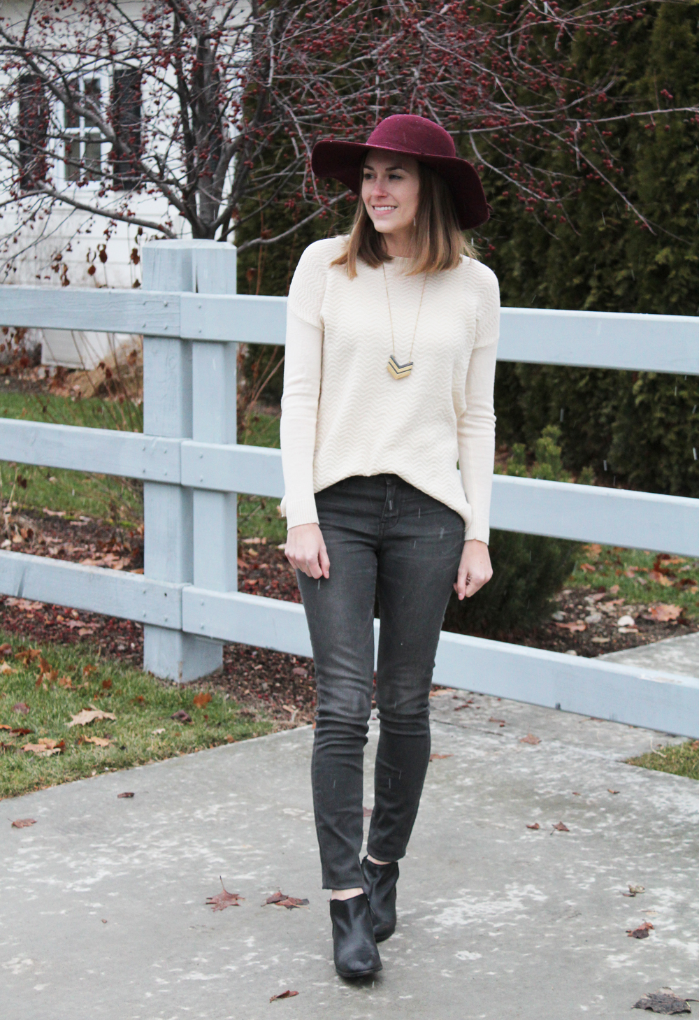 Ivory sweater, grey skinny jeans, black ankle boots, burgundy felt hat, Madewell Arrowstack necklace — Cotton Cashmere Cat Hair