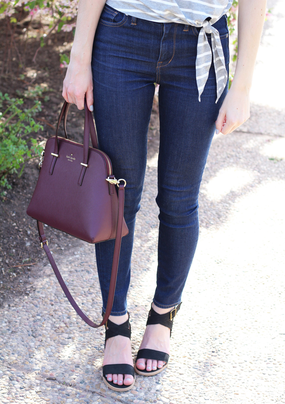 Side-tie tee + high-rise skinny jeans + black sandals + Kate Spade bag — Cotton Cashmere Cat Hair