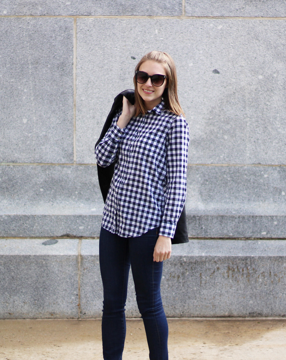 Navy gingham shirt outfit with skinny jeans — Cotton Cashmere Cat Hair