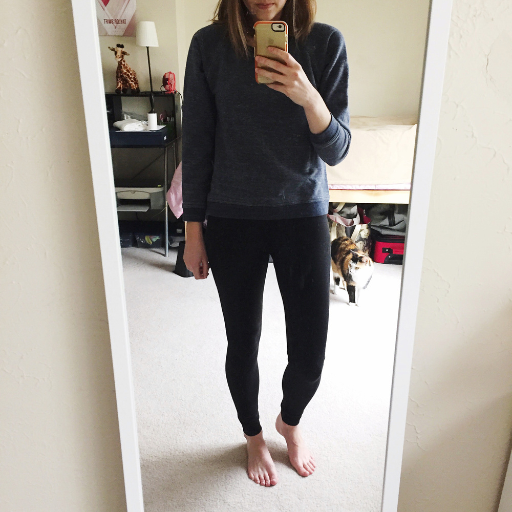 Casual weekend outfit: Everlane sweatshirt + Zella leggings — via Cotton Cashmere Cat Hair