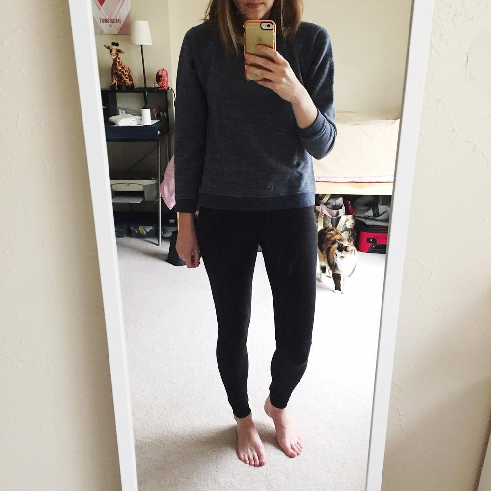 Casual weekend outfit: Everlane sweatshirt + Zella leggings — via Cotton Cashmere Cat Hair