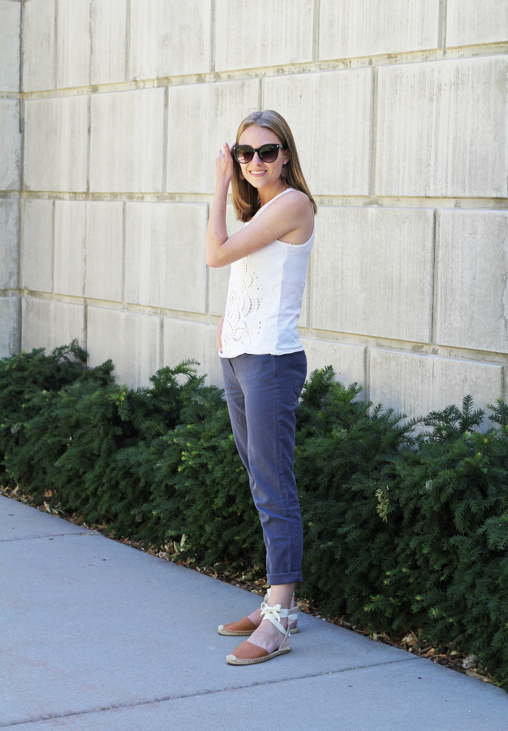 Summer outfit: Ivory tank top, cotton-linen pants, tan Soludos espadrilles — Cotton Cashmere Cat Hair