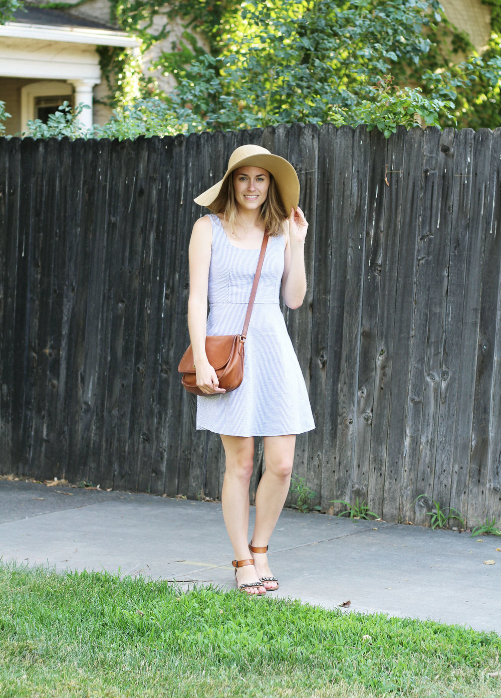 Seersucker dress outfit with cognac accessories and floppy sun hat — Cotton Cashmere Cat Hair