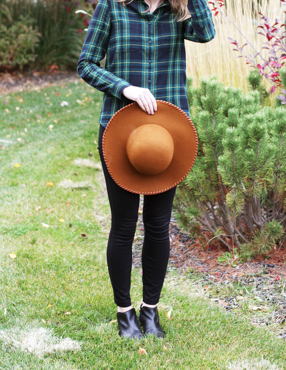 Shades of autumn: rust brown floppy hat + green flannel shirt + black pants + black ankle boots — Cotton Cashmere Cat Hair
