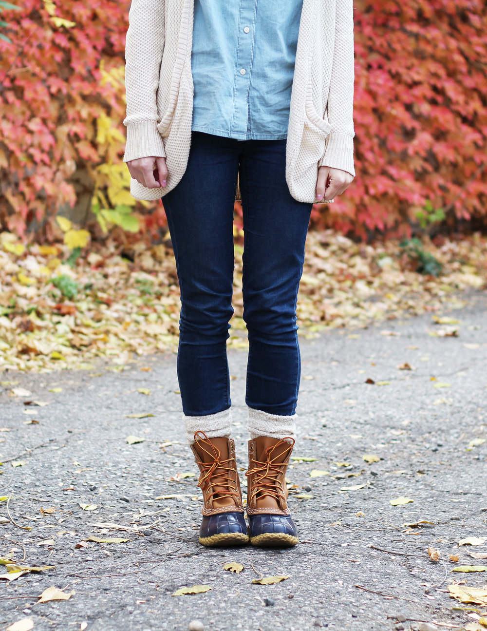 Bean boot outfit with beige cardigan, chambray shirt, skinny jeans — Cotton Cashmere Cat Hair