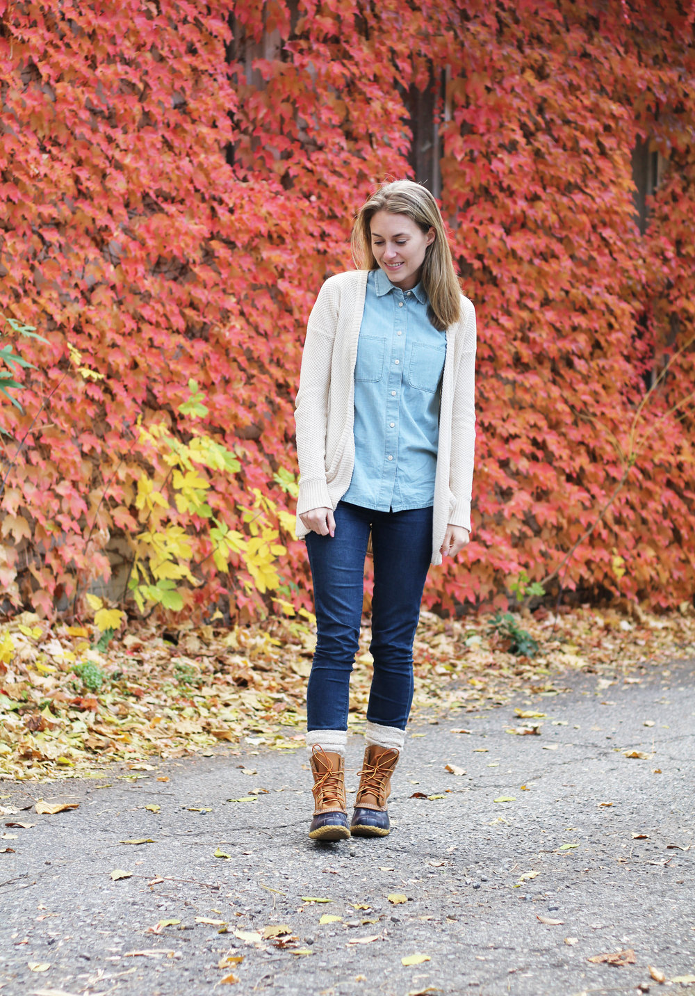 Bean boots outfit with chambray shirt, skinny jeans, chunky cardigan — Cotton Cashmere Cat Hair