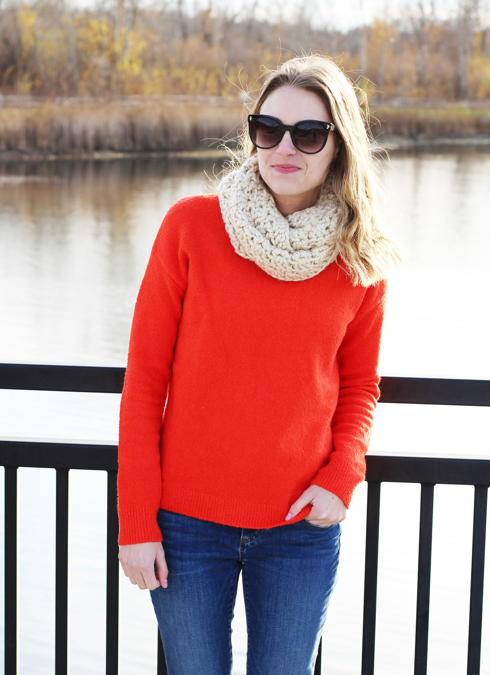 Holiday outfit with red sweater and skinny jeans — Cotton Cashmere Cat Hair