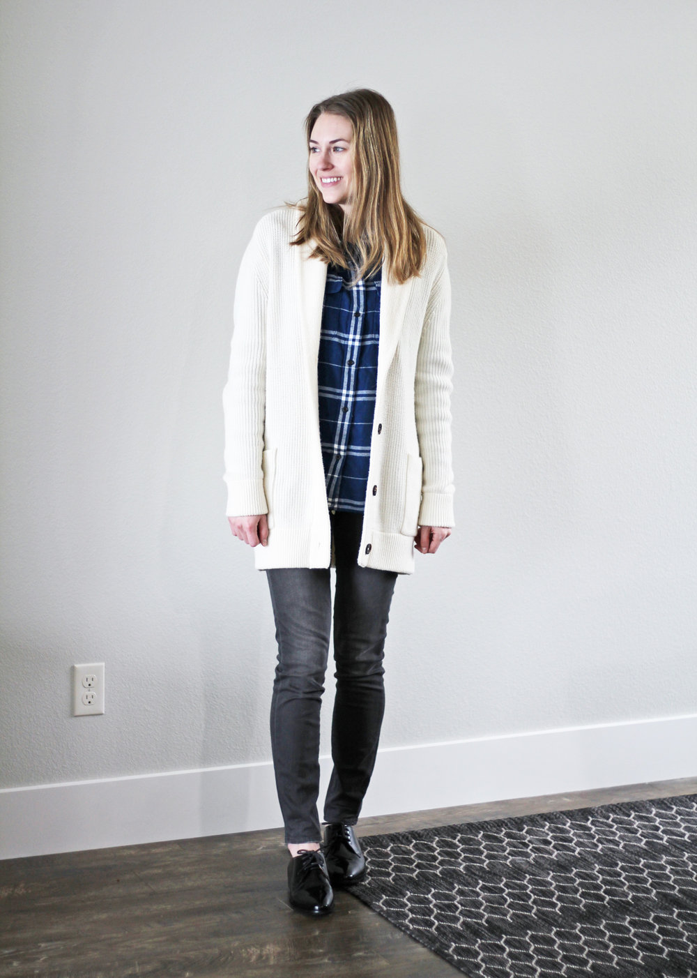 Winter 10x10: Ivory chunky knit cardigan, blue plaid flannel shirt, grey skinny jeans, shiny black oxfords — Cotton Cashmere Cat Hair