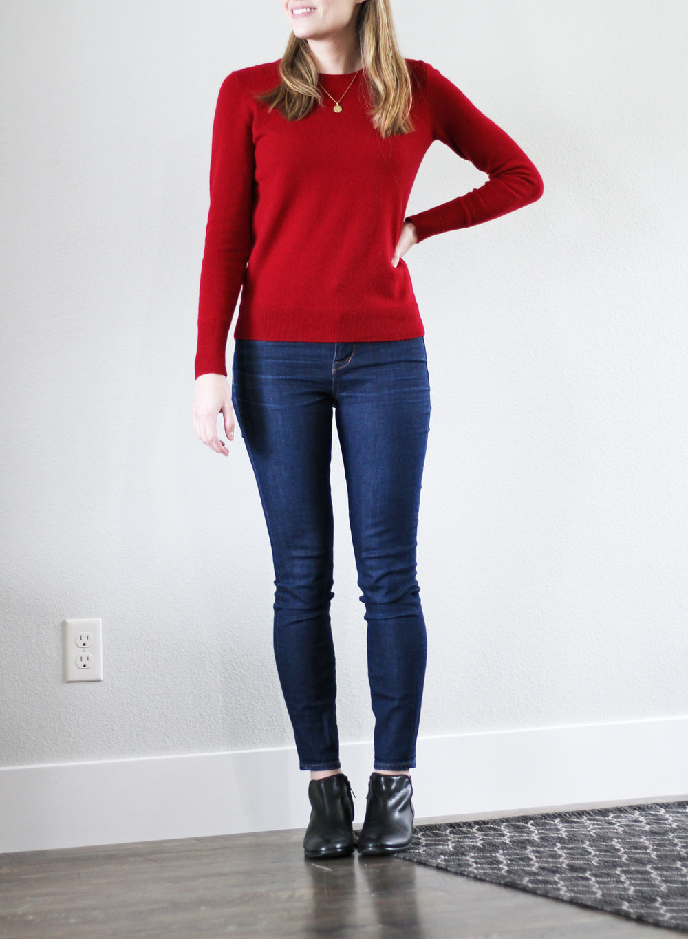 Red cashmere sweater outfit with high-rise skinny jeans and black ankles boots — Cotton Cashmere Cat Hair