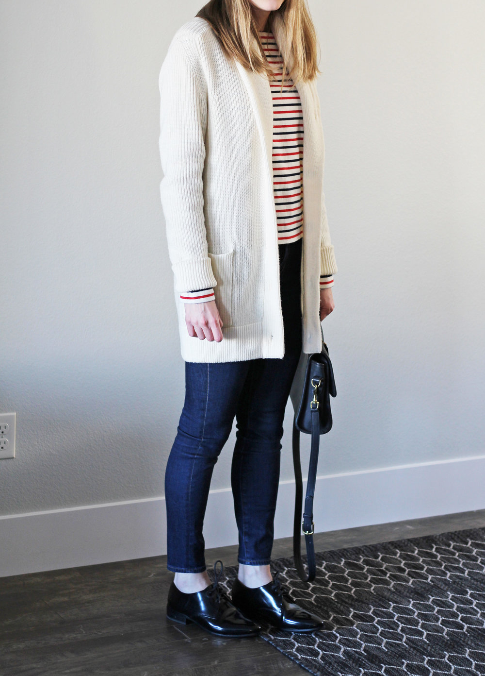 Ivory chunky knit cardigan outfit with striped tee, skinny jeans, shiny black oxfords — Cotton Cashmere Cat Hair