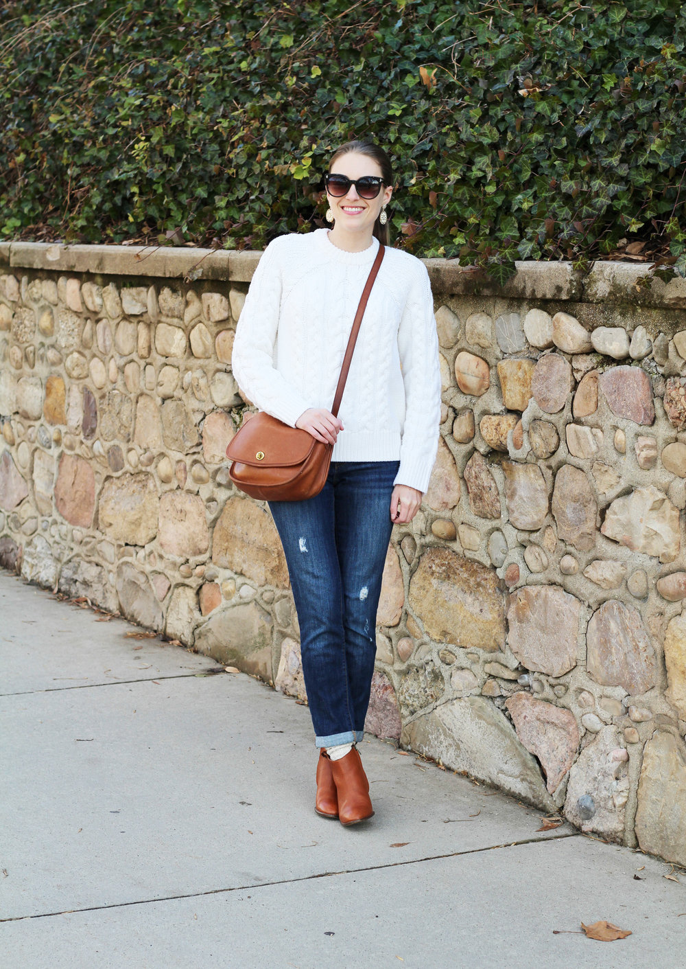 Ivory cable knit sweater, boyfriend jeans, matching cognac bag and ankle boots — Cotton Cashmere Cat Hair