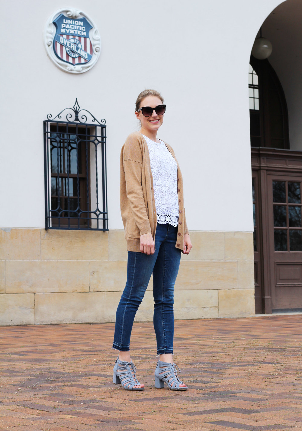 Spring outfit with camel cardigan, lace top, skinny jeans, Earthies Saletto sandals — Cotton Cashmere Cat Hair