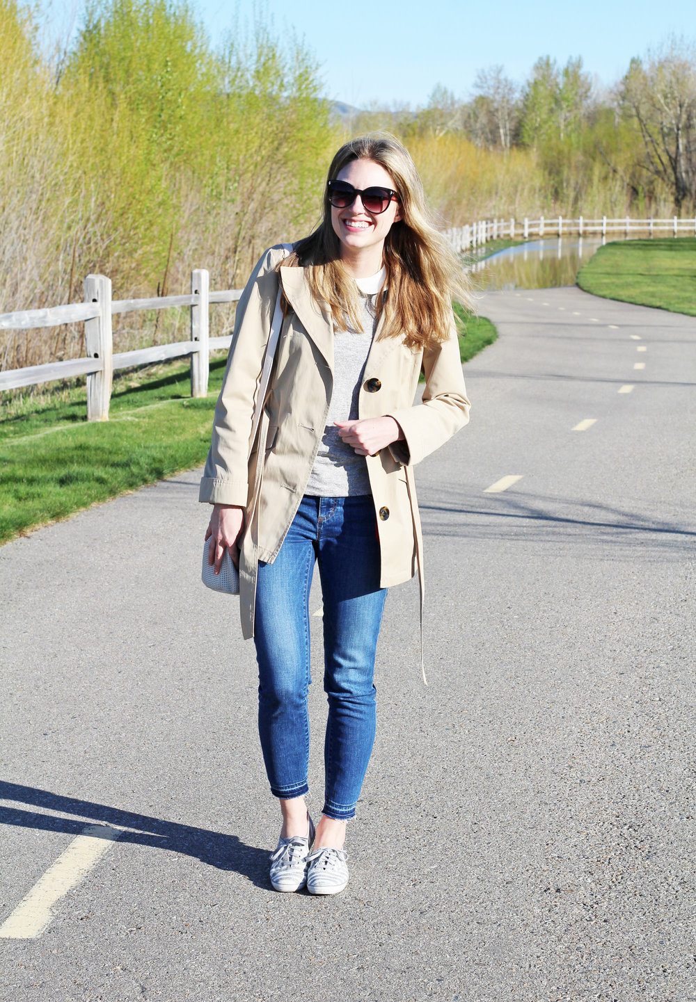 Short trench coat outfit with skinny jeans — Cotton Cashmere Cat Hair