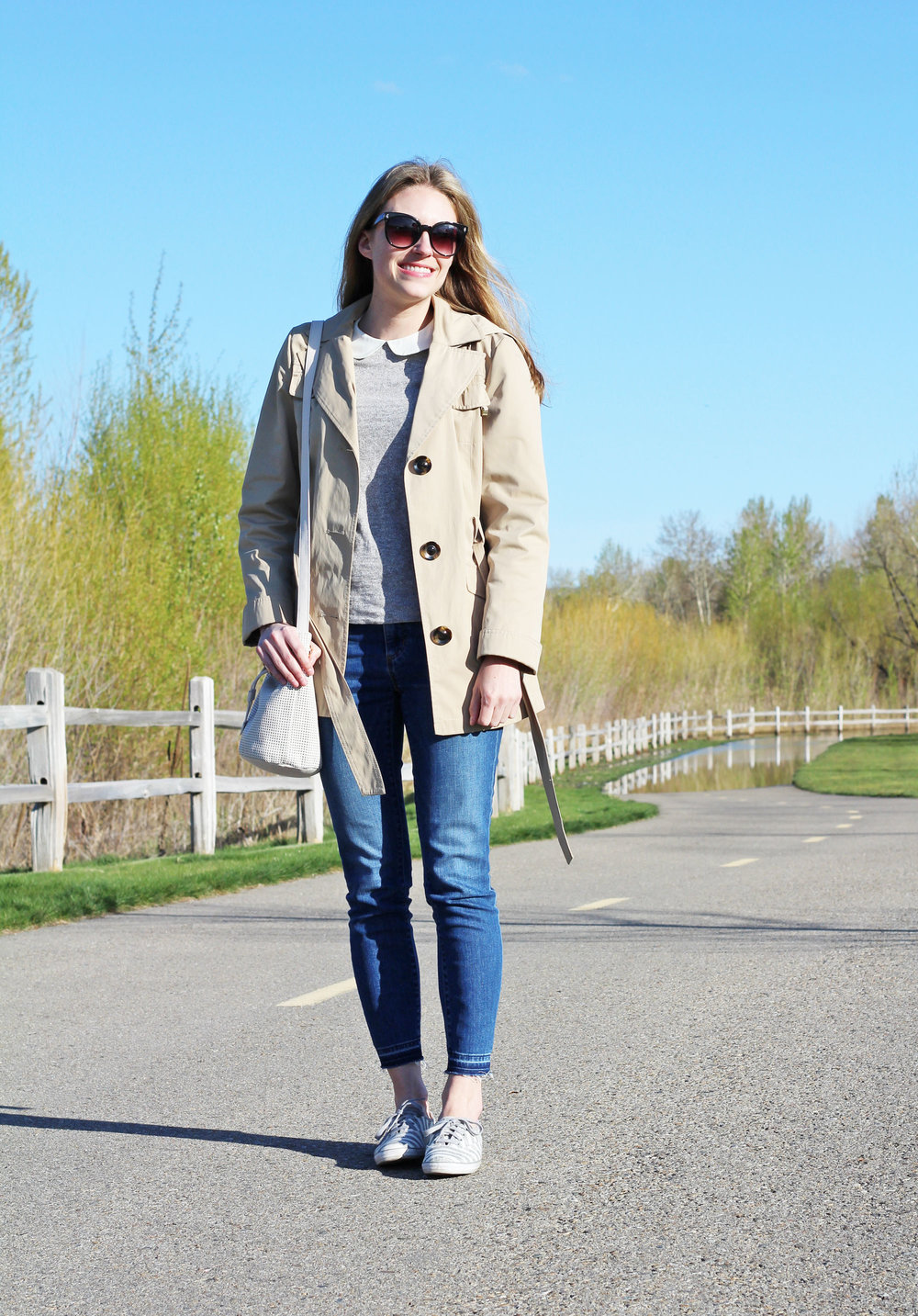 Spring outfit with short trench coat and striped sneakers — Cotton Cashmere Cat Hair