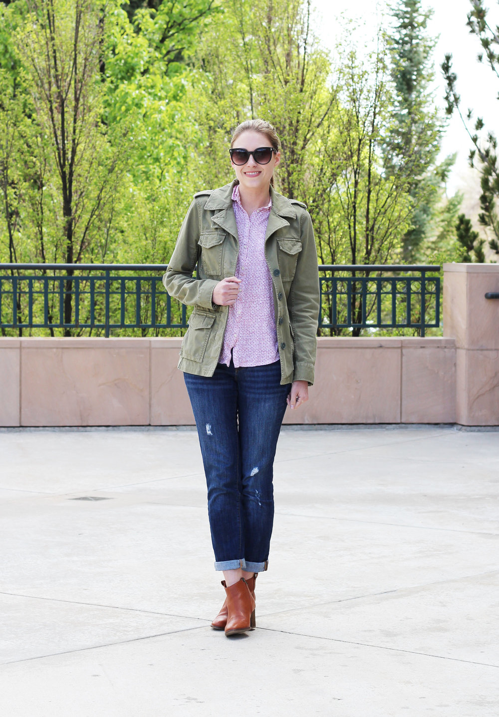 Spring outfit with utility jacket, floral shirt, boyfriend jeans, ankle boots — Cotton Cashmere Cat Hair
