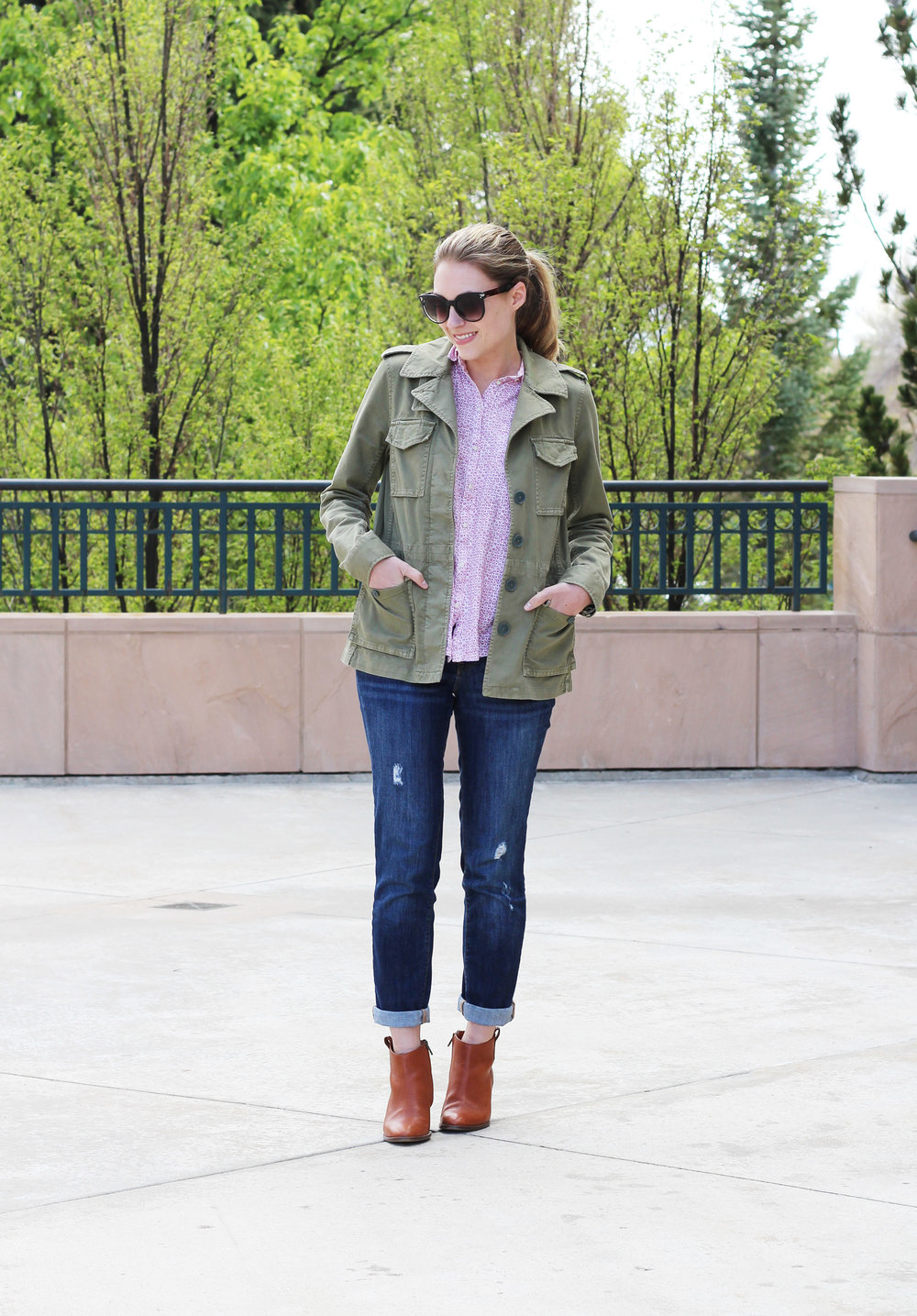 Boyfriend jeans outfit with army green utility jacket and ankle boots — Cotton Cashmere Cat Hair