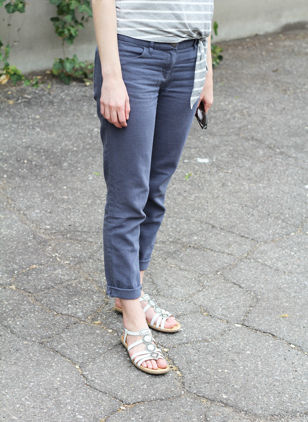 Cotton-linen pants outfit with Earth Seaside sandals — Cotton Cashmere Cat Hair