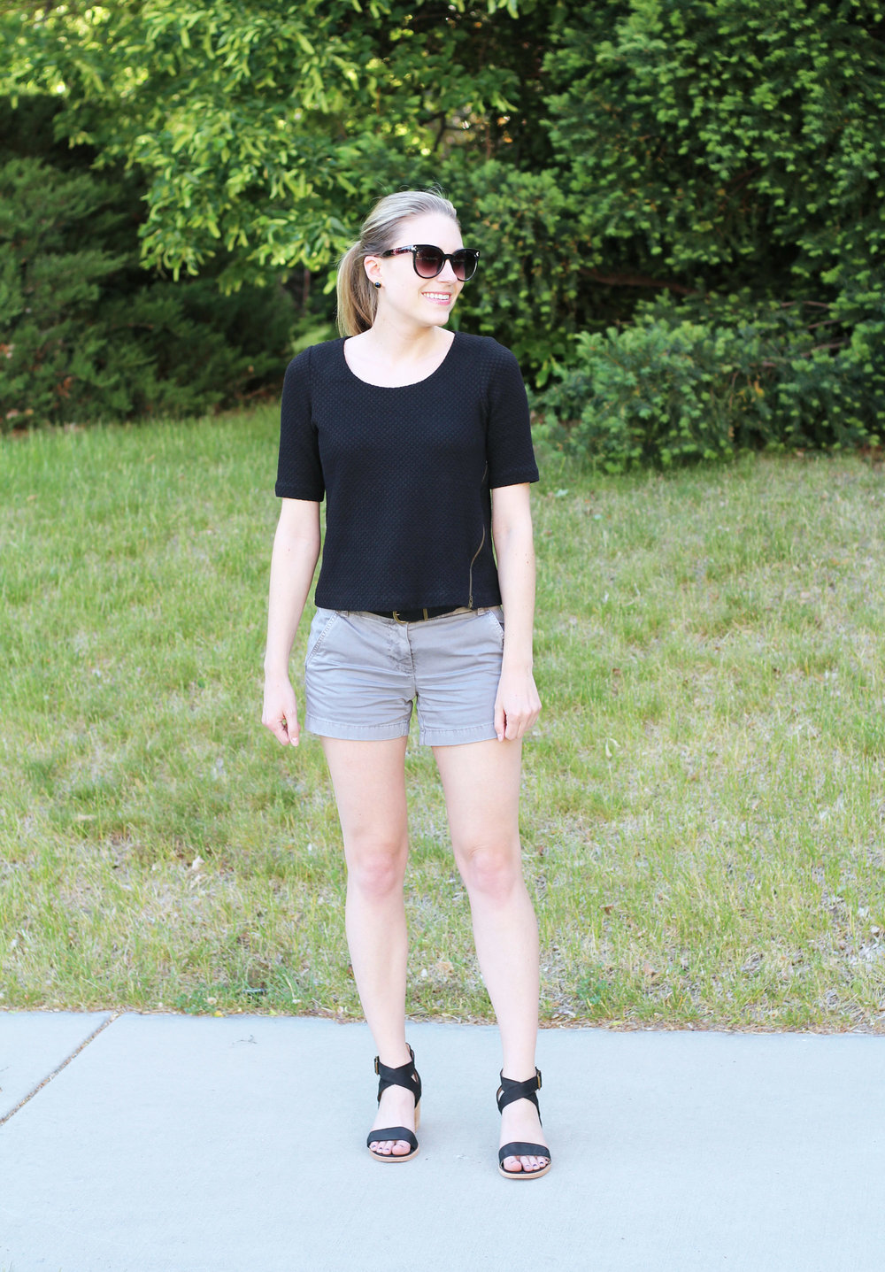 Black and grey spring outfit with sandals — Cotton Cashmere Cat Hair