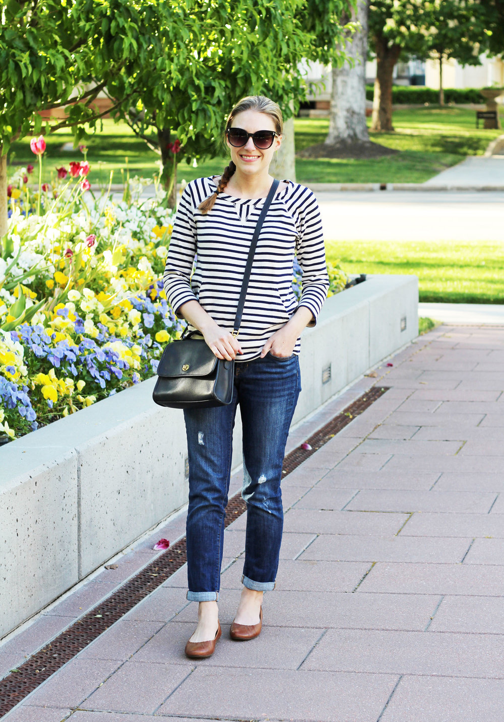 Casual weekend outfit with stripes and boyfriend jeans — Cotton Cashmere Cat Hair