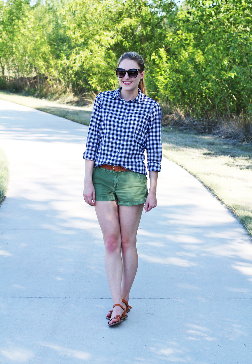 Spring/summer outfit with navy gingham shirt — Cotton Cashmere Cat Hair