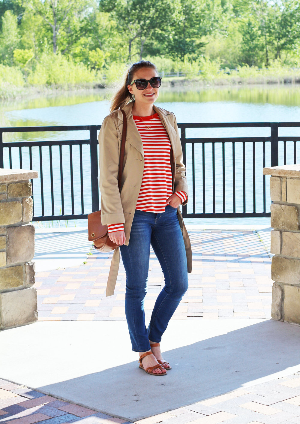 Casual spring outfit with short trench coat and red stripes — Cotton Cashmere Cat Hair