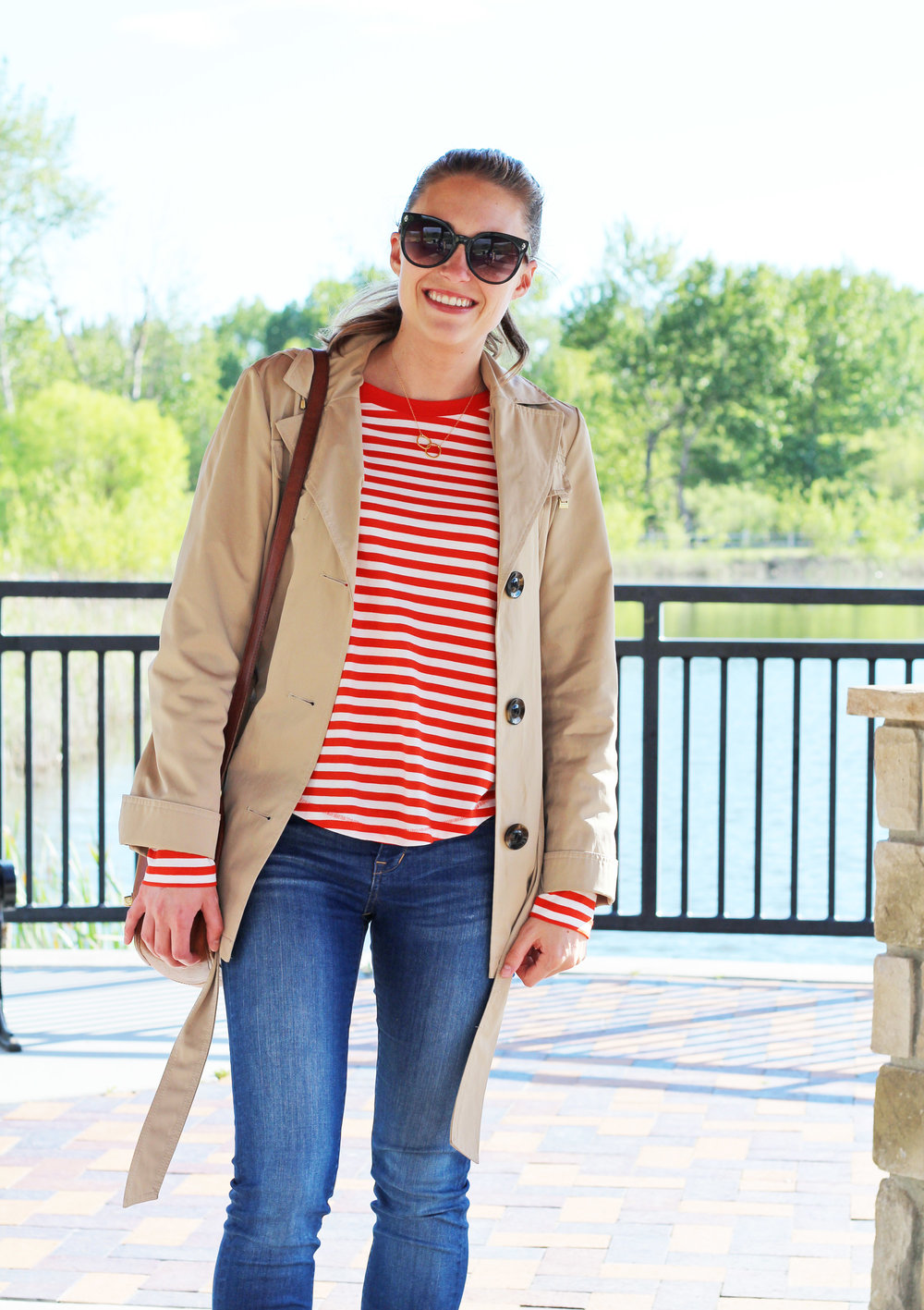 Casual spring outfit with short trench coat and red striped tee — Cotton Cashmere Cat Hair