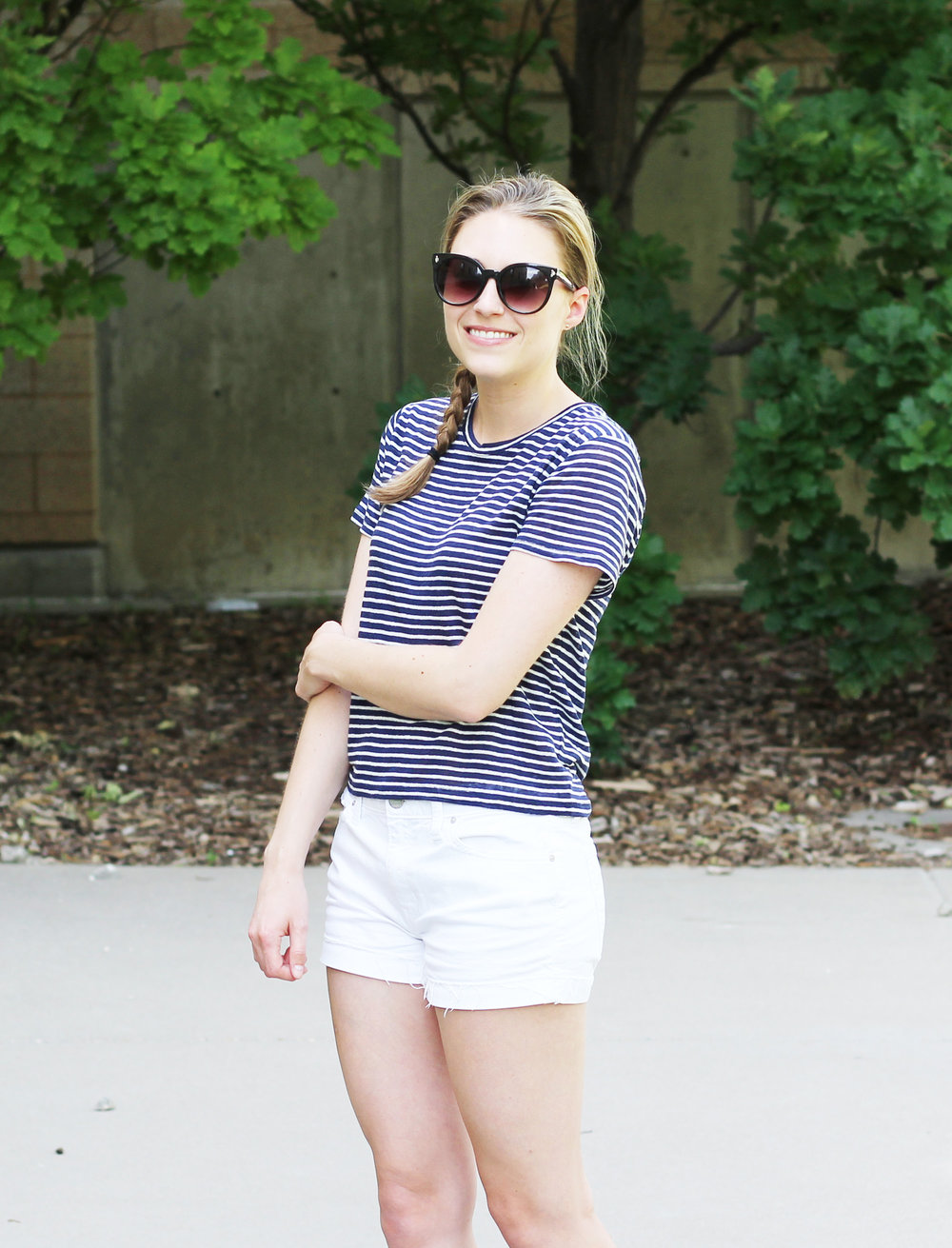 Linen tee outfit with white denim shorts — Cotton Cashmere Cat Hair