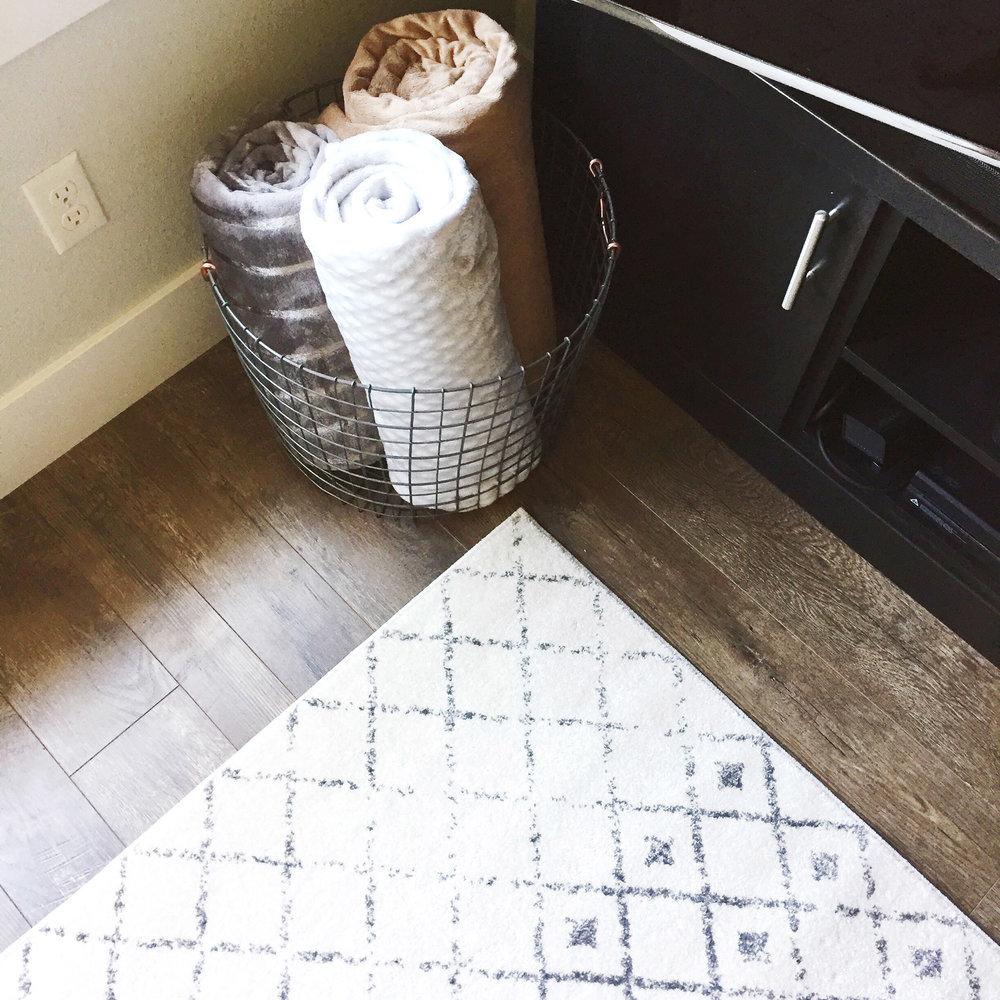 Living room corner decor — Cotton Cashmere Cat Hair