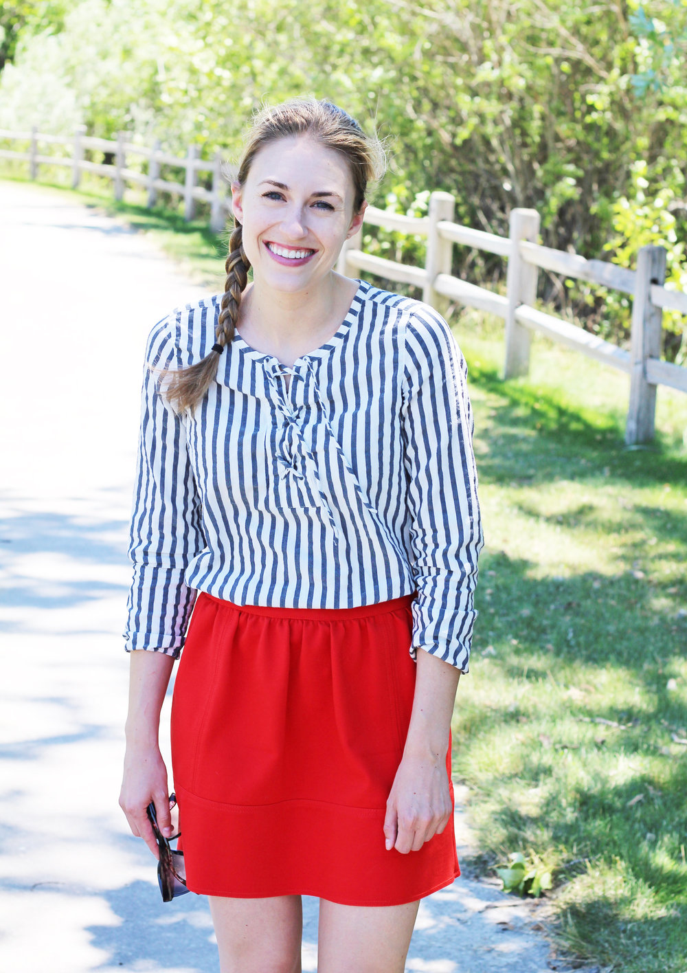 Summer outfit with red mini skirt and striped lace-up top — Cotton Cashmere Cat Hair
