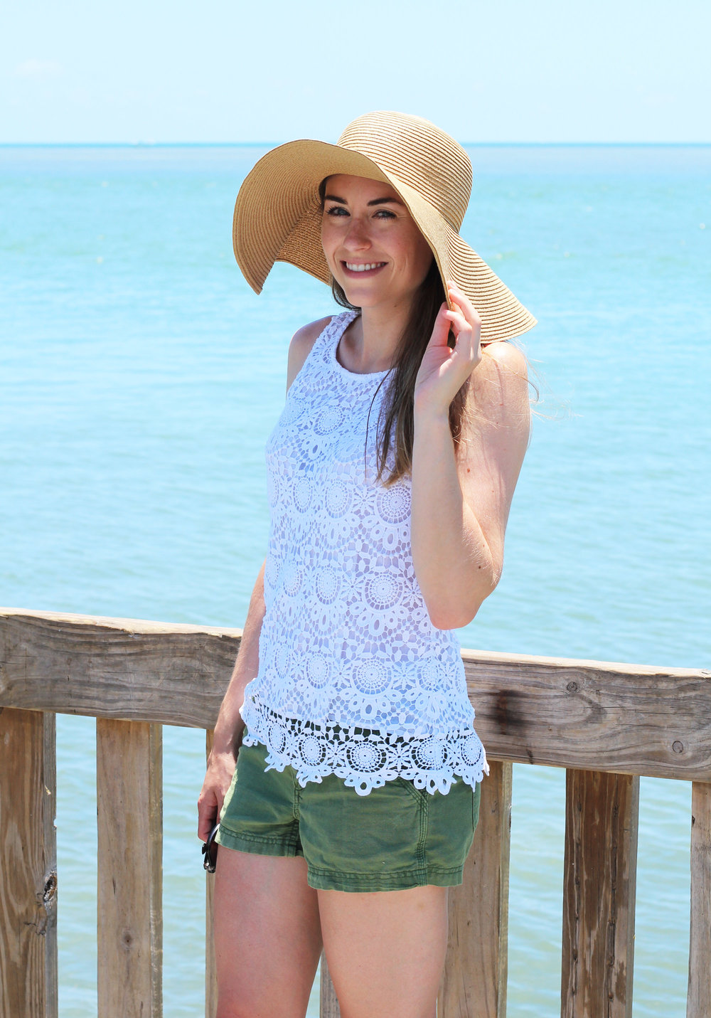 Floppy straw sun hat outfit at the beach — Cotton Cashmere Cat Hair
