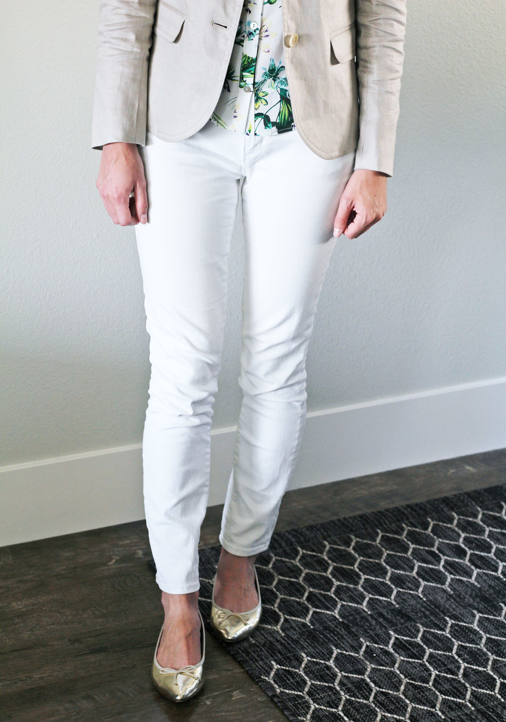 White denim outfit with linen blazer and gold flats — Cotton Cashmere Cat Hair